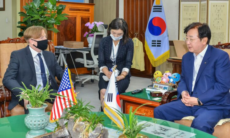 Consul Gordon S. Church paid a courtesy call on Andong City Mayor Kwon Young-sae