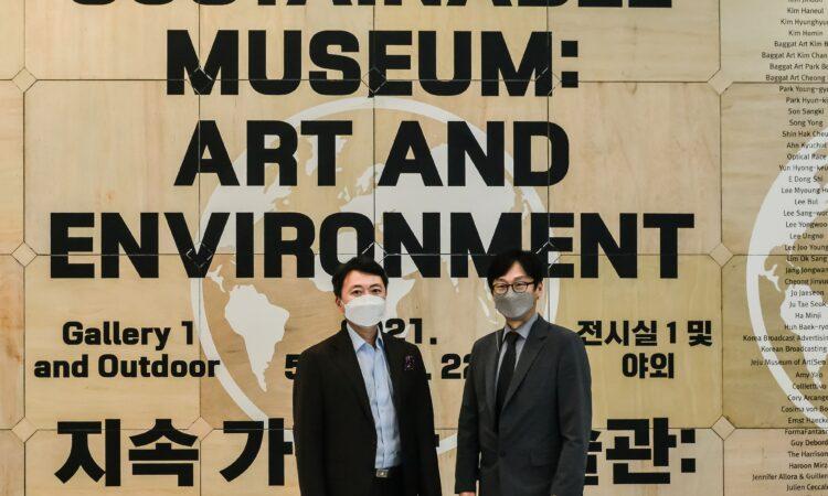 Director Kim Seong-Yeon welcomed Consul David J. Jea to the Busan Museum of Contemporary Art (MoCA).