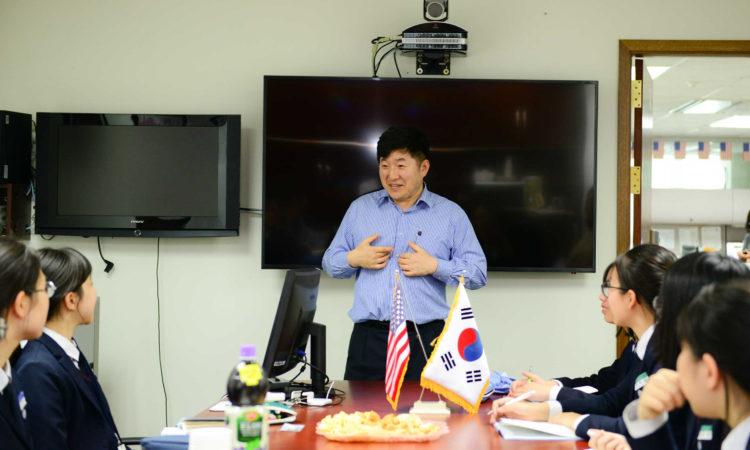 Consul Greets Student Reporters