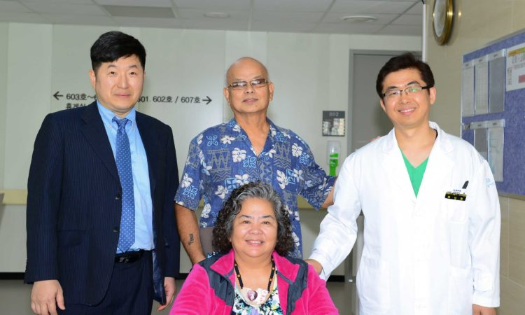 (Photo Gallery) Consul Visits Amcit Hospital Patients