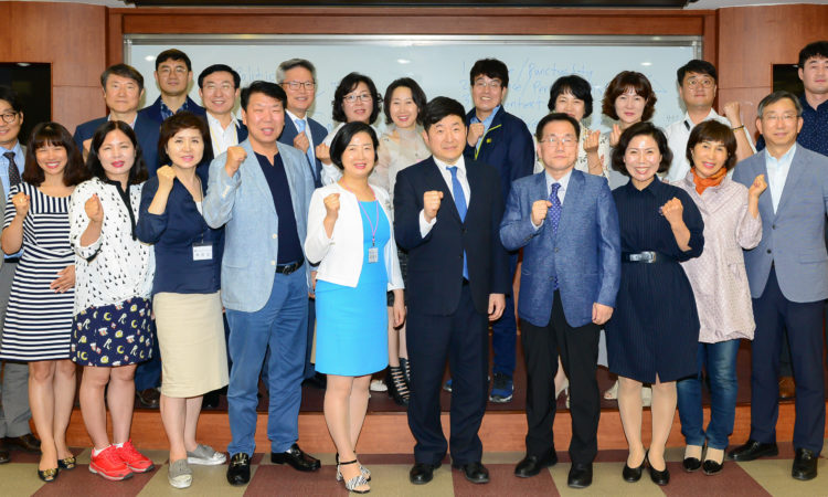 Consul lectured at Youngnam University's Executive MBA class.