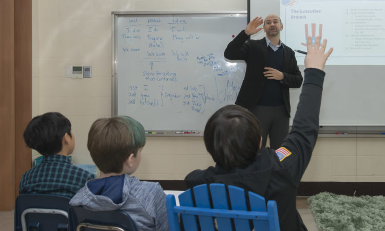 Consul Teaches U.S Government to Fifth Graders