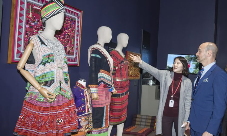 Consul Visits ASEAN Culture House