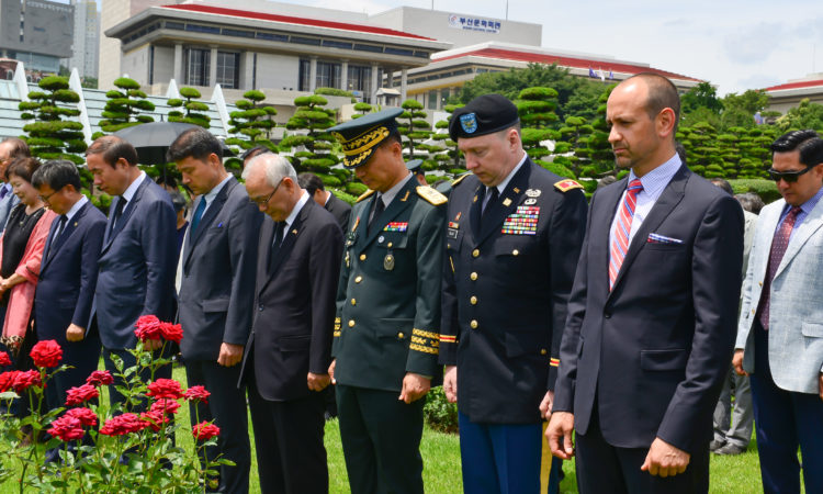 Consul Lays A Wreath at Memorial Service of General Whitcomb