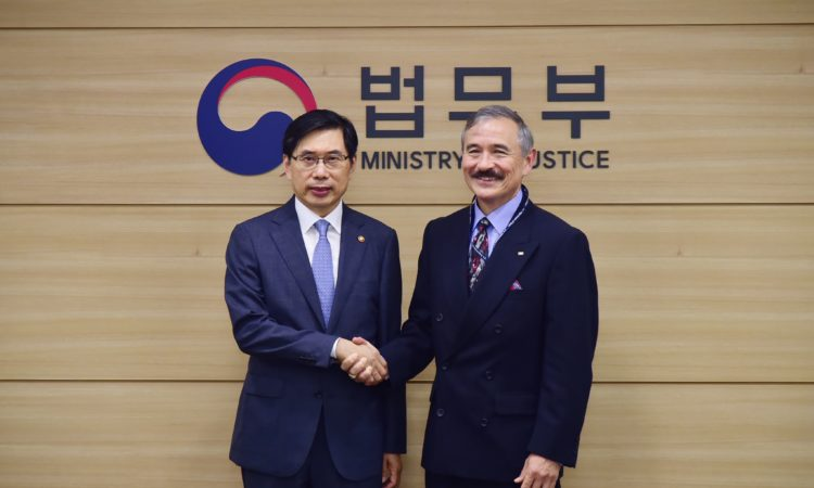 August 29, 2018 – Ambassador Harry Harris (right) paid a courtesy call on Justice Minister Park Sang-ki and discussed ways to strengthen our cooperation in justice and security.