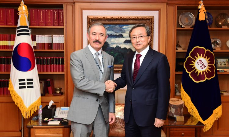 October 31, 2018 - Ambassador Harry Harris paid a courtesy call on President of the Constitutional Court Yoo Nam-seok and learned about the court's agenda and the Republic of Korea's judicial priorities.