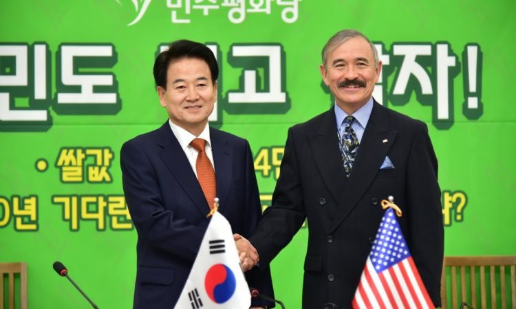 November 5, 2018 – Ambassador Harry Harris paid a courtesy call on Democracy and Peace Party Chairman Chung Dong-young and discussed the U.S.-ROK alliance.