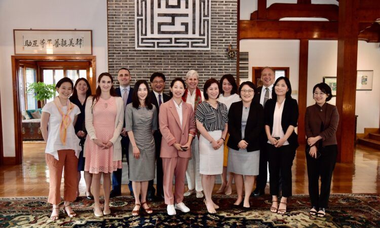 Embassy Seoul Hosts a Roundtable with Korean Women Security Experts
