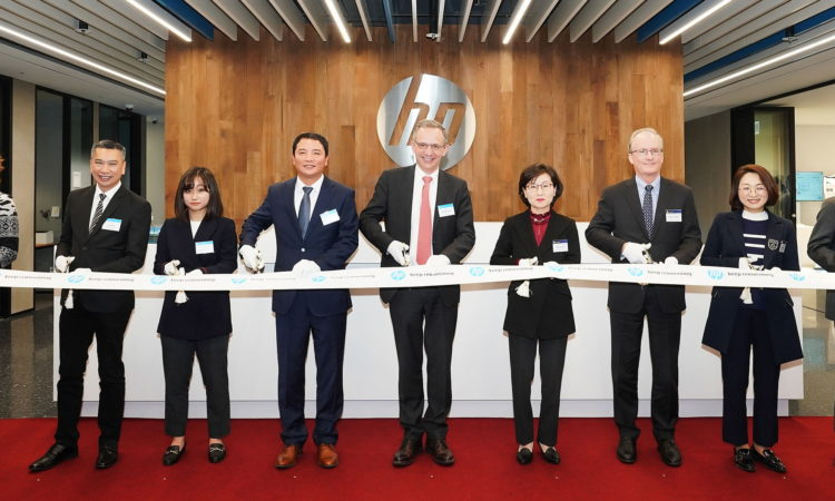 CDA Rob Rapson Congratulates HP Printing Korea on Their New Pangyo Office
