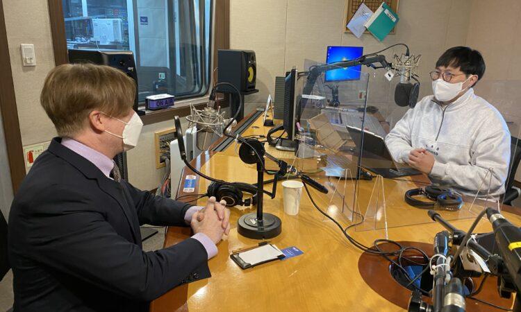 "BeFM's Daniel Shin hosted Consul Gordon S. Church on ""Busan Now"""