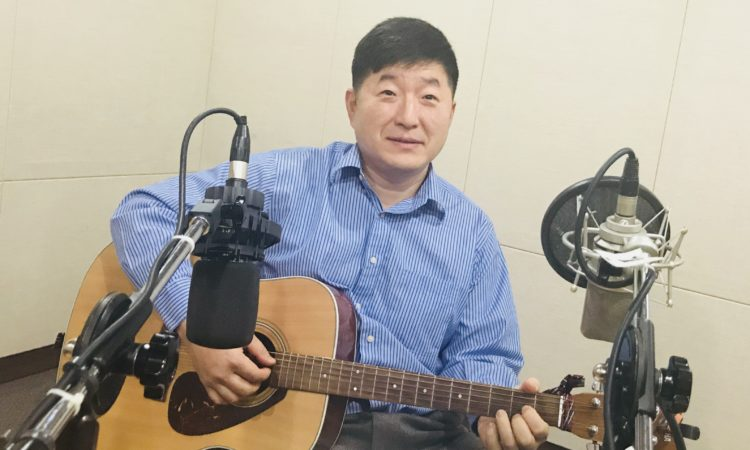 "Consul Talks and Sings at Busan e-FM's ""Morning Wave in Busan"""