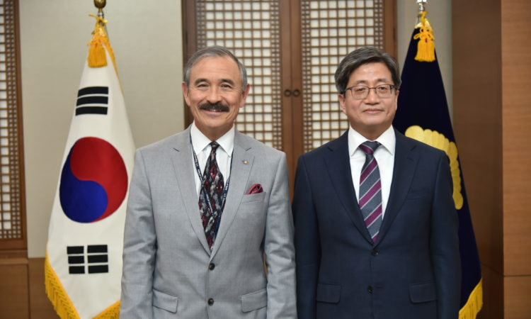 February 15, 2019 - Ambassador Harry Harris visited South Korean Supreme Court Chief Justice Kim Myeong-soo at the Supreme Court of Korea.
