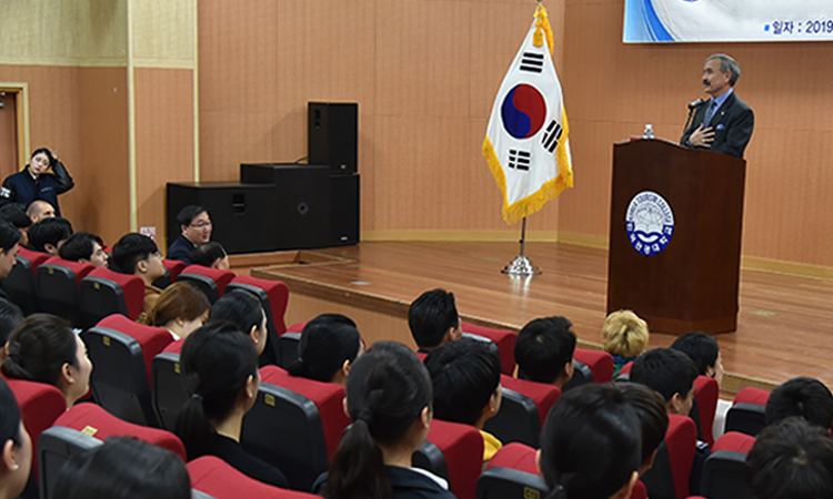 April 8, 2019 - Ambassador Harry Harris visited to Korea Tourism College in Icheon and delivered a lecture to students.
