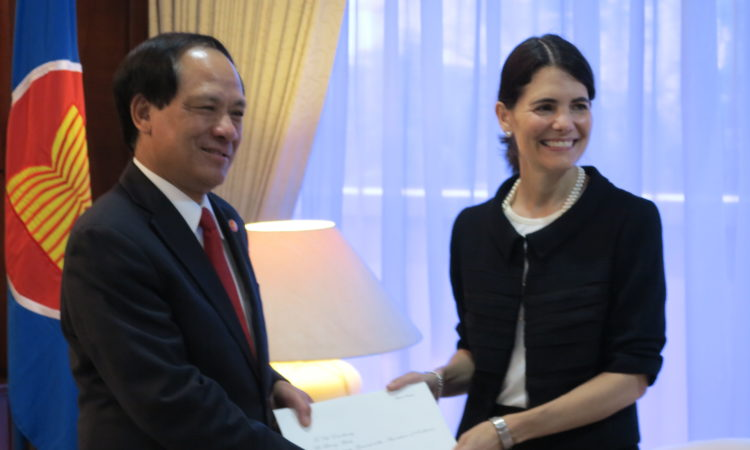 Ambassador Nina Hachigian presents her credentials to ASEAN Secretary-General Le Luong Minh (State Dept.)
