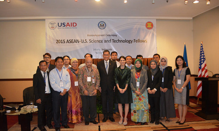 Ambassador Nina Hachigian with the 2015 ASEAN-U.S. Science and Technology Fellows