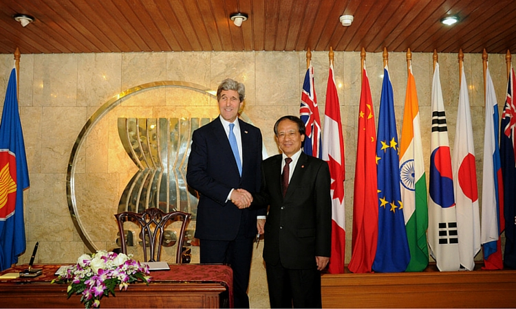 U.S. Secretary Kerry with ASEAN Secretary General Le Luong Minh