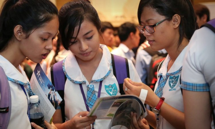 Beltei students checking out the EducationUSA brochures at the annual EducationUSA Fair held in Phnom Penh [U.S. Embassy photo by Un Yarat]