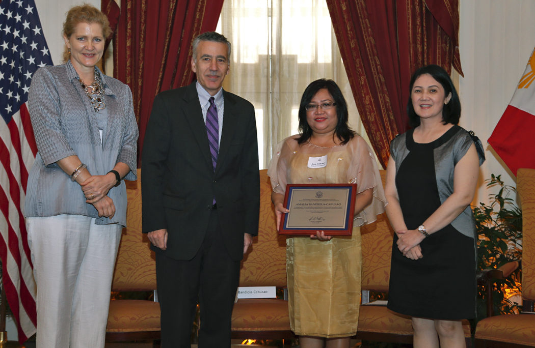 Aquino Awardee Amalia Bandiola-Cabusao receives the Aquino Fellowship Award for Journalism from U.S. Ambassador to the Philippines Philip S. Goldberg, Presidential sister Ballsy Aquino-Cruz and Public Affairs Officer Bettina Malone during the awarding ceremony on February 12, 2015.