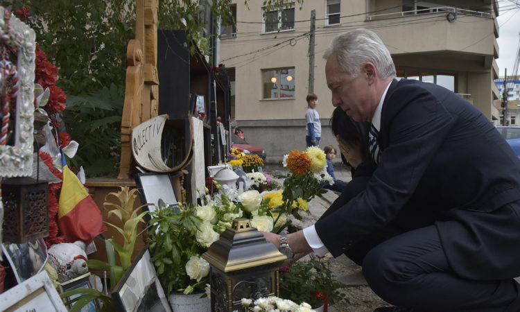 Ambassador Hans Klemm and his wife, Mary, lays flowers outside the Colectiv nightclub in Bucharest, Romania, October 28, 2016. (Photo: Lucian Crusoveanu/Public Diplomacy Office)