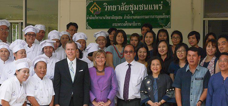Ambassador Davies visits Phrae