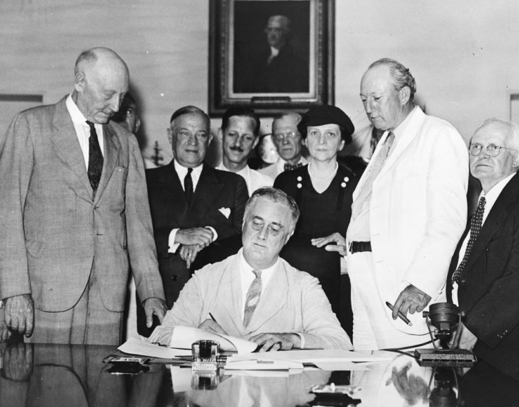 In 1935, President Franklin D. Roosevelt signed into law the Social Security Act, which guaranteed an income for the unemployed and retirees.