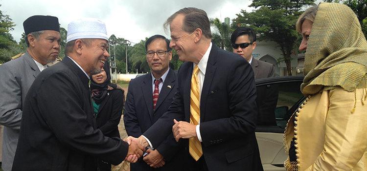 Ambassador Davies visited Krabi
