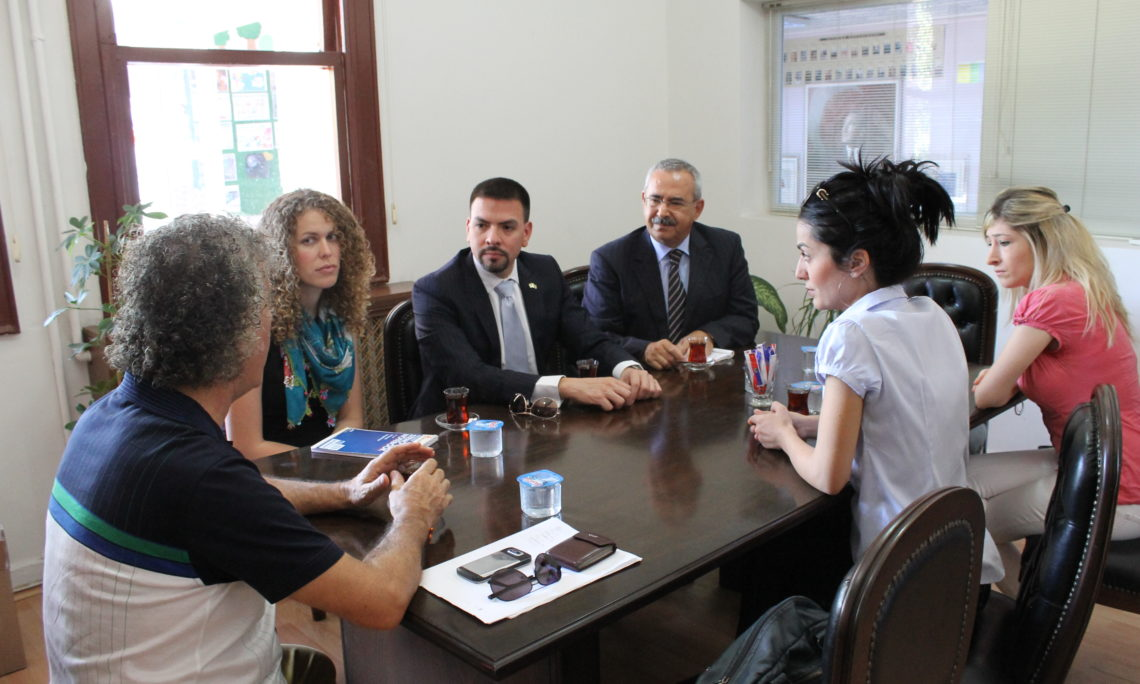 Consul Espinoza in Meeting with ACCESS Program Teachers in TED Batman College (Consulate Staff Photo)