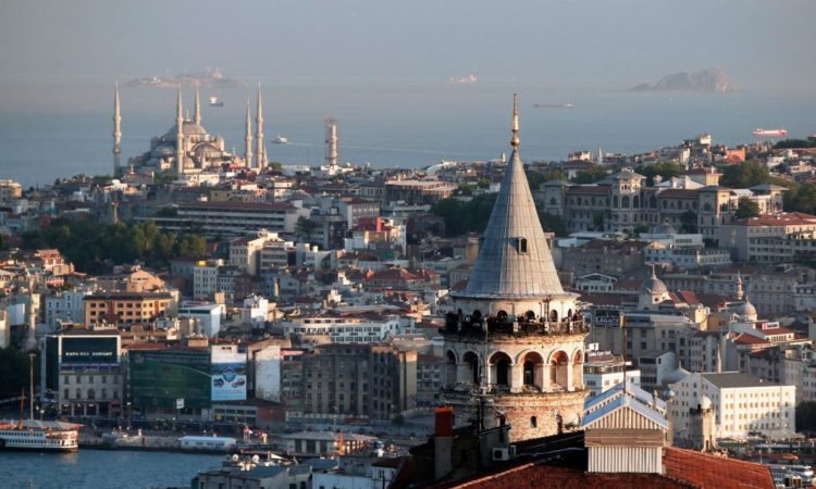 A view of Istanbul's skyline. The city is the setting of several books for a class that aims to understand Turkey's politics through literature. (© AP Images)