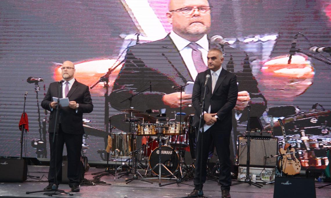 CDA Hovenier and MinisterMehmet Nuri Ersoy
