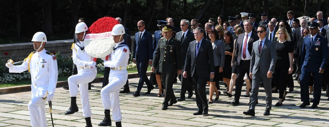 Büyükelçi Satterfield Anıtkabir'i ziyaret etti