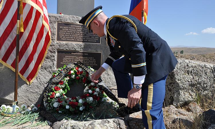 U.S. Embassy Defense Attaché Commemorates Sasnashen Plane Tragedy